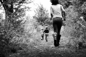 mummy running after boys