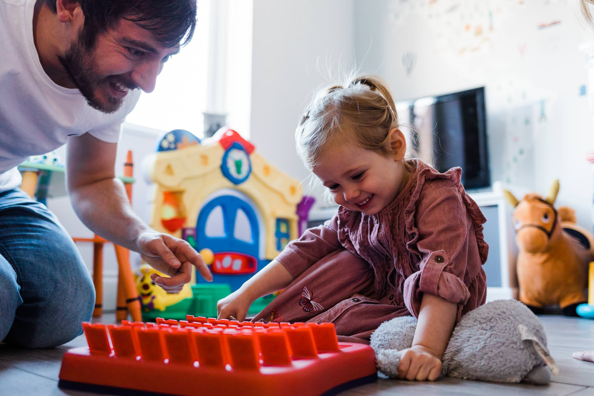 daddy and daughter playing family Guess Who